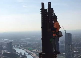 55e étage, assemblage de poutres