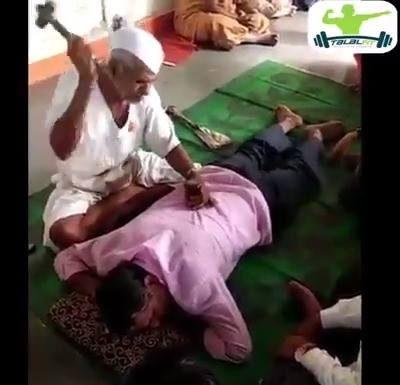 Massage du dos intense et bien frappé