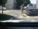 Deux femmes dans une bagarre de rue