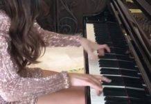 Lola Astonova joue Mozart au piano