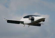 Mini avion électrique en vol d'essai