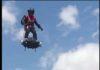 Voler debout dans en l'air avec le Flyboard Air