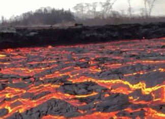 Grosse coulée de lave volcanique en activité
