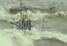 Petits bateaux dans la tempête