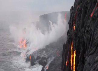 Volcan hawaii Coulée de lave dans l'Océan