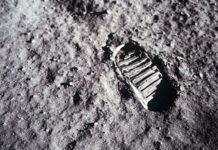 Neils Armstrong pose son pied sur la Lune