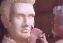 Sculpture d'Elvis réalisée à la tronçonneuse