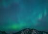 Aurores boréales splendides vues d'alberta au Canada