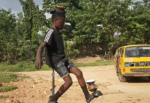 equilibriste jongleur sur une roue incroyable